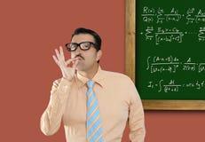 Formula sciocca di per la matematica della scheda dell'uomo di vetro della nullità del genio Fotografie Stock Libere da Diritti