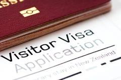 Formulaire et passeport de demande de visa de visiteur Images libres de droits