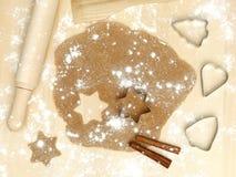 Formulare von MetallNudelholzmehl-Zimtweihnachten stockfotografie