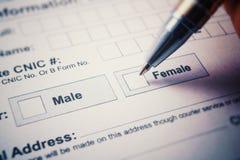 Formulario de inscripción - compruebe el varón o a la hembra Pluma a disposición Imagen de archivo libre de regalías