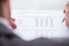 Formulario del relleno del hombre de negocios Foto de archivo