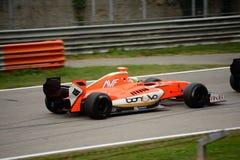 Formule V8 3 auto 5 door Alfonso Celis Jr wordt gedreven dat Stock Afbeelding