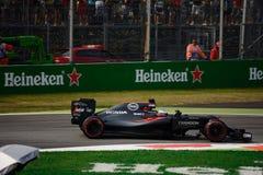 Formule 1 van McLarenhonda in Monza door Fernando Alonso wordt gedreven dat Stock Afbeeldingen