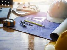 Formulera kompasset och linjaler på ritningar Royaltyfria Foton