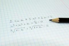 Formules mathématiques dans un carnet pour des conférences photographie stock