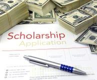 Formulário de candidatura e dinheiro da bolsa de estudos Fotos de Stock Royalty Free
