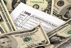 Formulário e dinheiro de imposto Foto de Stock Royalty Free