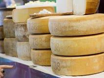 Formy pecorino ser dla sprzedaży Zdjęcia Stock