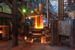Fornace di Electroarc nella pianta metallurgica Fotografie Stock Libere da Diritti