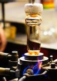 Fornace di vetro Equipaggi la tenuta del vetro rovente, fine su Fotografia Stock Libera da Diritti
