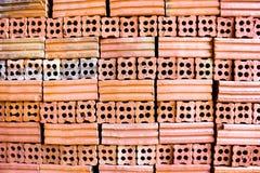 Fornace per mattoni. insieme della raccolta della pila dei mattoni rossi nella fabbrica b del forno Immagine Stock Libera da Diritti