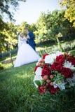 Fornal i panna młoda gotowi dla ślubnej ceremonii, ślubni temat, symboliczny miłość i romans obraz stock