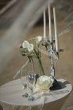 Fornal w kostiumu lub potomstwach panna młoda lub drużka trzyma ślubną świeczkę i bukiet Zdjęcie Stock