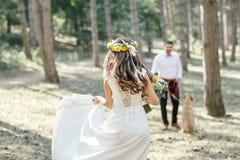 Fornal z panną młodą i psem Fotografia Royalty Free