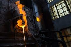 Fornalha de vidro derretida na fábrica de vidro Imagem de Stock