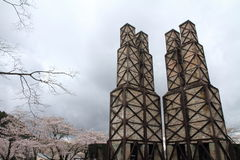 Fornalhas reverberatory e flores de cerejeira de Nirayama foto de stock royalty free