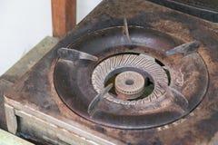 Fornello di gas vecchio e ruggine ed usato a lungo Fotografia Stock Libera da Diritti