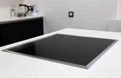 Fornello moderno della cucina elettrica di induzione fotografie stock