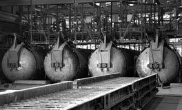 Forni d'acciaio nella fabbrica russa del mattone del cemento Immagini Stock