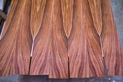 Fornirowy Santos Rosewood Drewniana tekstura Woodworking i ciesielki produkcja obraz royalty free