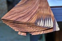Fornirowy Santos Rosewood Drewniana tekstura Woodworking i ciesielki produkcja fotografia royalty free