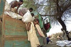 Fornisca l'aiuto alimentare lontano alla gente, Etiopia Fotografia Stock Libera da Diritti