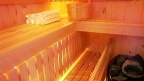 Forno com as pedras quentes na sauna vídeos de arquivo