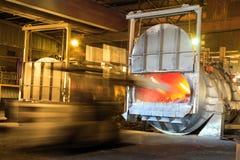 Forno de derretimento de alumínio imagem de stock