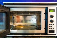 Forno de microonda sujo Fotos de Stock