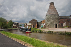 Forno della bottiglia e canale - Inghilterra industriale Fotografia Stock Libera da Diritti