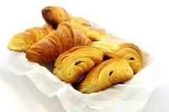 Forno francese saporito. Croissant, Au Chocolat di dolore. Immagini Stock