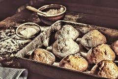 Forno fresco pasticcerie festive tradizionali Bigné di natale immagine stock