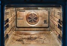 Forno sujo - cozinha desarrumado fotografia de stock royalty free