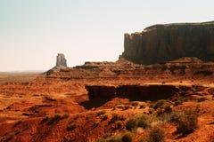 Forntida ökenlandskap och klippor av monumentdalen, Utah Naturliga dragningar av Nordamerika Arkivfoto