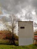 Forntida övergiven elektrisk byggnad royaltyfri foto