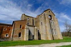 Forntida abbotskloster av San Galgano i Tuscany, Italien Royaltyfri Fotografi