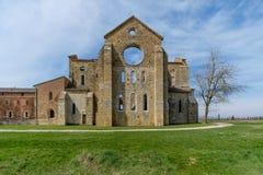 Forntida abbotskloster av San Galgano i Tuscany, Italien Arkivfoto