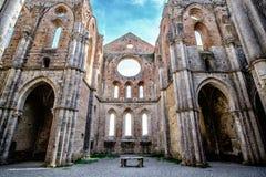Forntida abbotskloster av San Galgano i Tuscany, Italien Arkivbilder