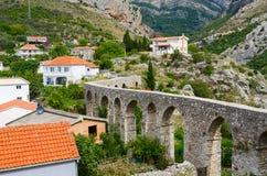 Forntida akvedukt i den gamla stången, Montenegro Royaltyfria Bilder