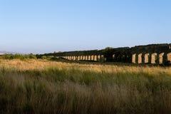Forntida akvedukt i Rome arkivfoto