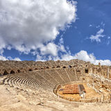 Forntida amfiteater i sidan Turkiet Arkivfoton