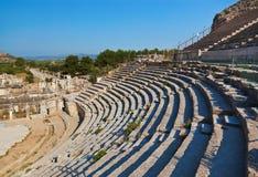 Forntida amphitheater i Ephesus Turkiet royaltyfri foto