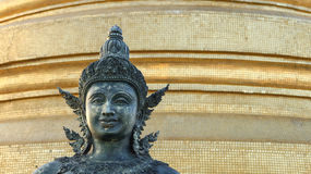Forntida antik Bodhisattvaprins Buddha på den guld- monteringen Bangko Arkivbilder