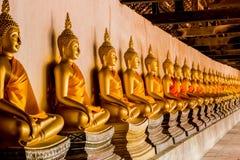 Forntida antika Buddhastatyer Royaltyfria Foton