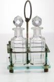 Forntida antika tappningflaskor i rostig grungehållare på when Arkivfoto