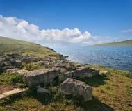 Forntida archaeological plats på segla utmed kusten av Crimea, Ukraina. arkivbild