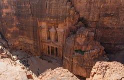 Forntida arkitektur för kassa i kanjon, Petra i Jordanien 7 under reser destinationen i Jordanien royaltyfri fotografi