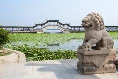 Forntida arkitektur för Suzhou lönn Royaltyfri Bild
