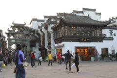 Forntida arkitektur i den gamla gatan, Tunxi, Kina Fotografering för Bildbyråer