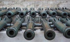 Forntida artillerikanoner Arkivfoto